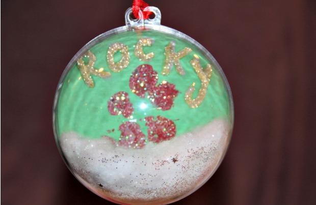 DIY holiday paw print ornament