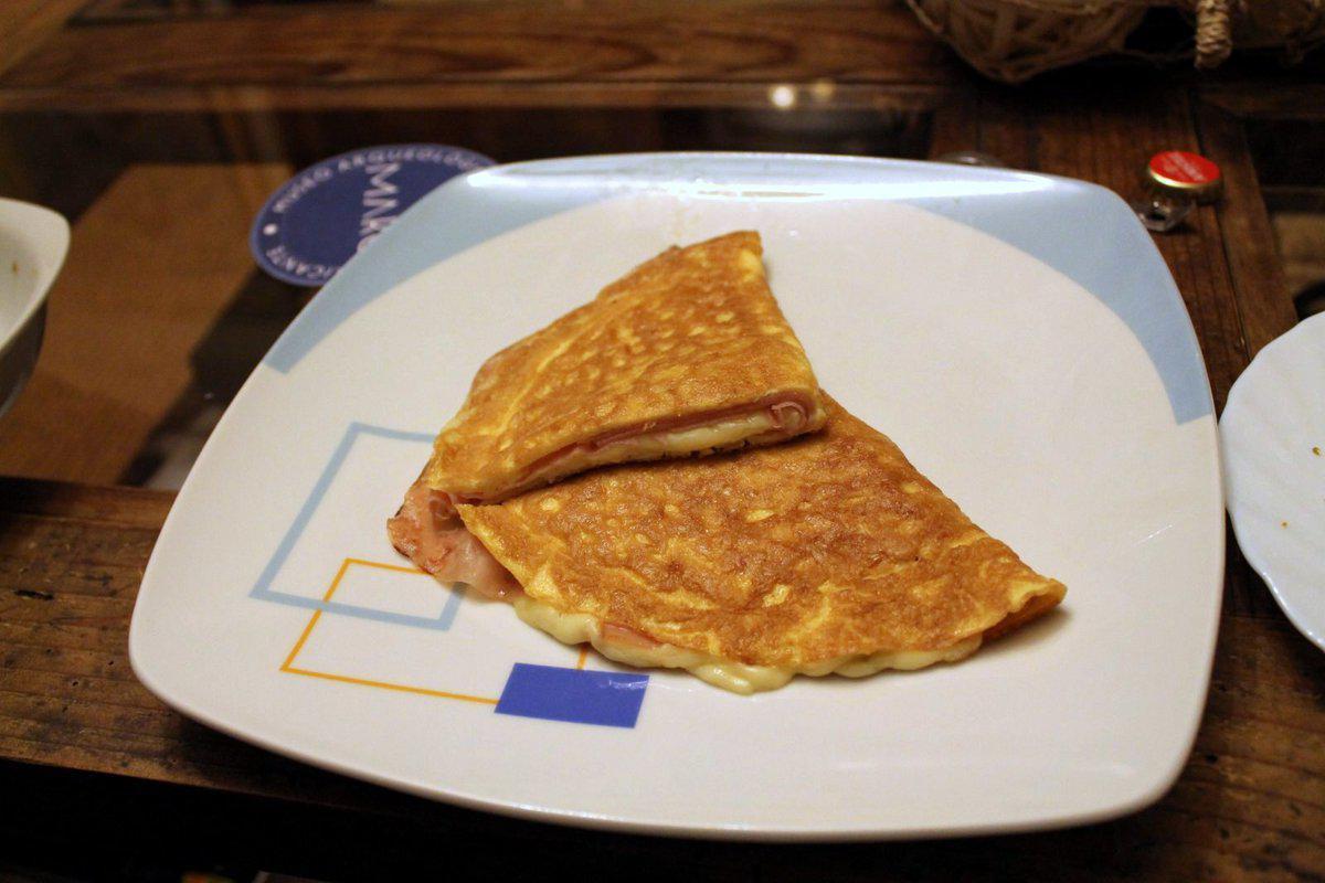 • Omelette con prosciutto e formaggio