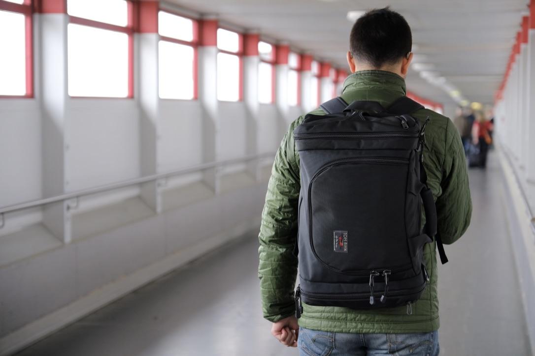 Aeronaut 30 worn as a backpack (Berlin)