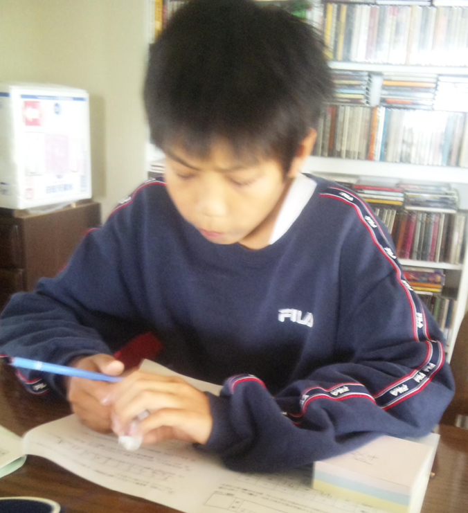 autism-children-yuya-works-diligently-schoolwork