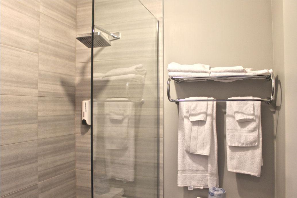 Hébergement - chambre - bain - toilette - lac-saint-jean - vacance