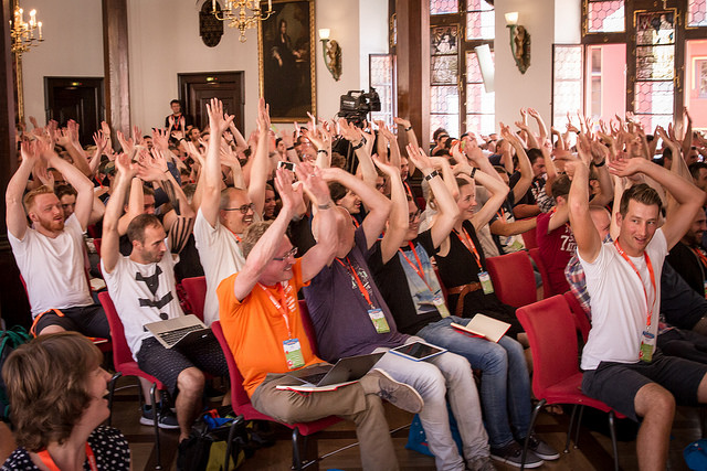 SmashingConf attendees cheering