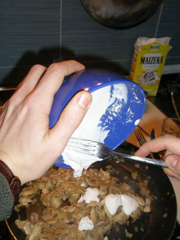 • Aggiunta della salsa di panna-maizena