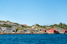 Given how lush the forest is on the mainland, I was surprised by how rocky the islands near Tregde were. Landøy, Vest-Agder, Norway, 2017