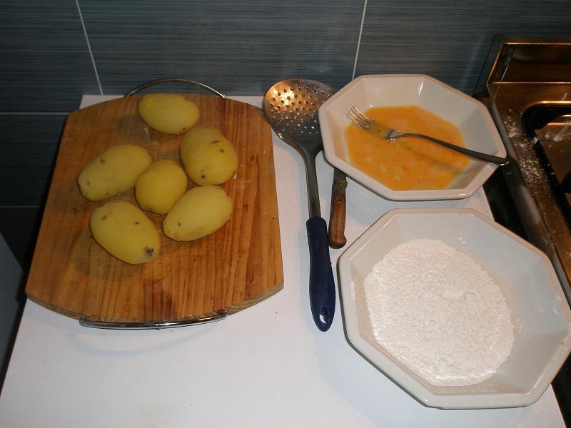 • Le patate bollite e sbucciate