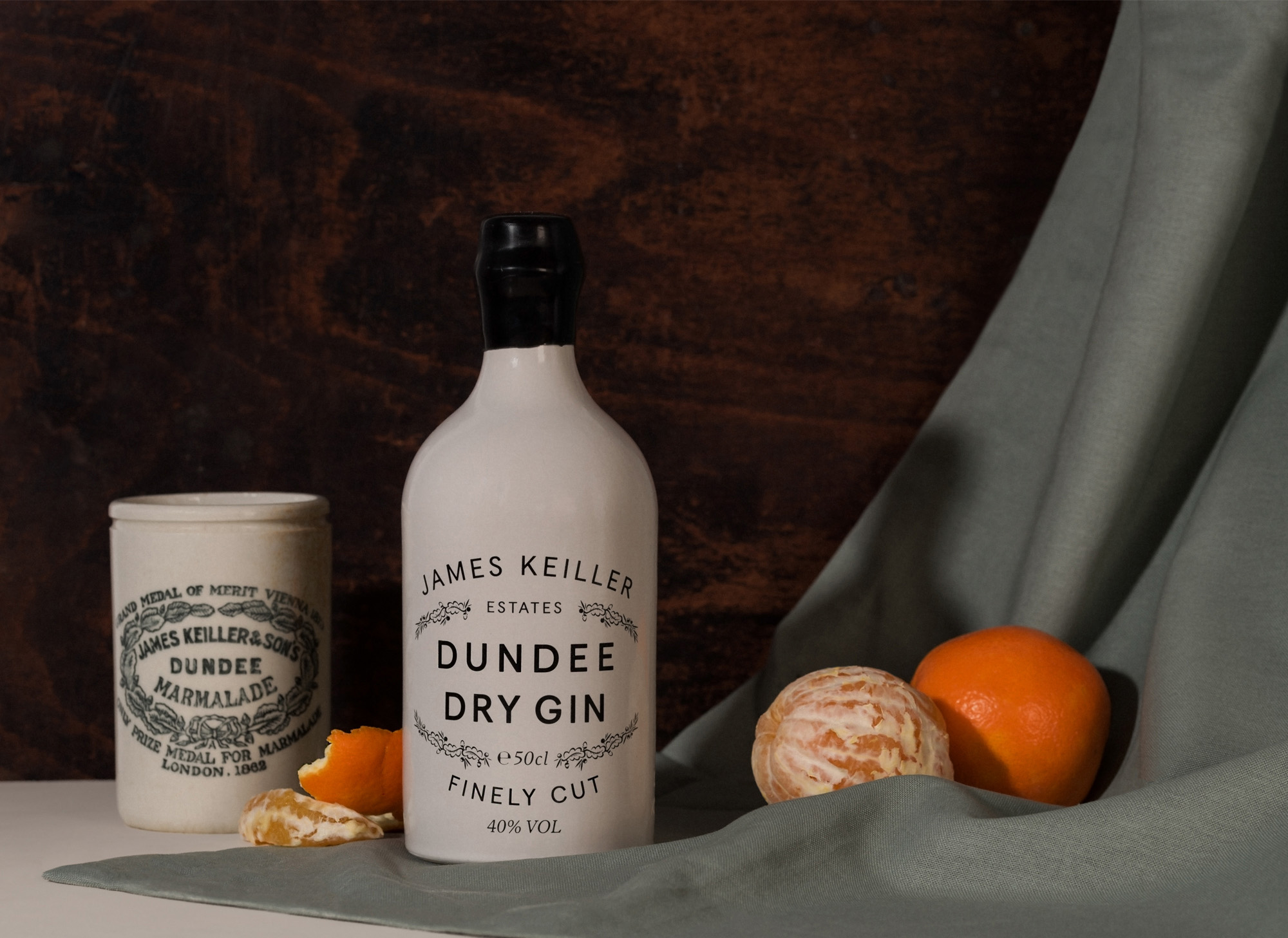 Keillers Dundee Dry Gin bottle with oranges and orange peel
