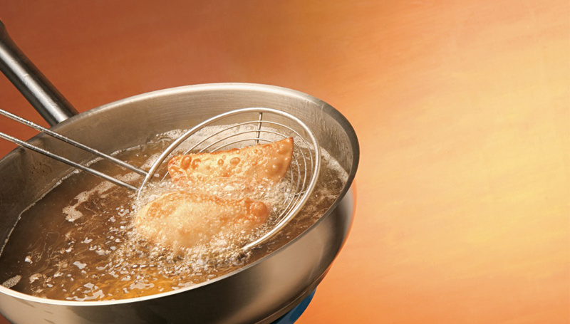 Imagem em destaque para o artigo: Saiba como reutilizar óleo da sua cozinha
