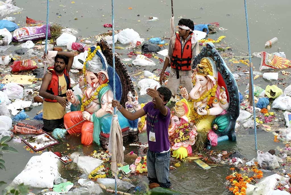 People use crane to lift Lord Ganesha idol for the traditional immersion during Hindu festival ganesh chathurthi (Hyderabad, India)