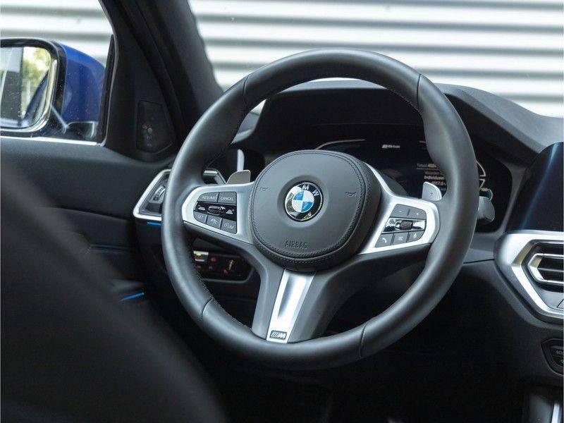 BMW 3 Serie Touring 330e xDrive M-Sport - Panorama - Active Cruise - Harman Kardon - Camera afbeelding 19