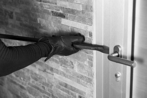 Einbruch mit Eisenstange an Tür