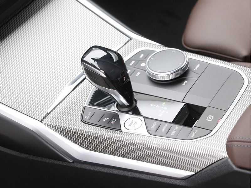 BMW 3 Serie 320e High Exe M-Sport Hybrid afbeelding 18