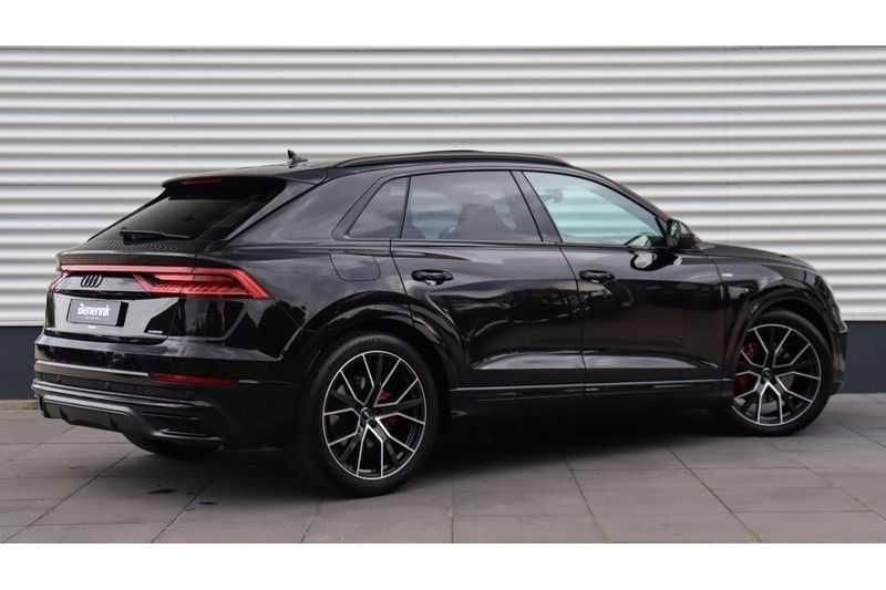 Audi Q8 55 TFSI quattro S-Line, Panoramadak, B&O, Massage, Ruitstiksel, Trekhaak afbeelding 5