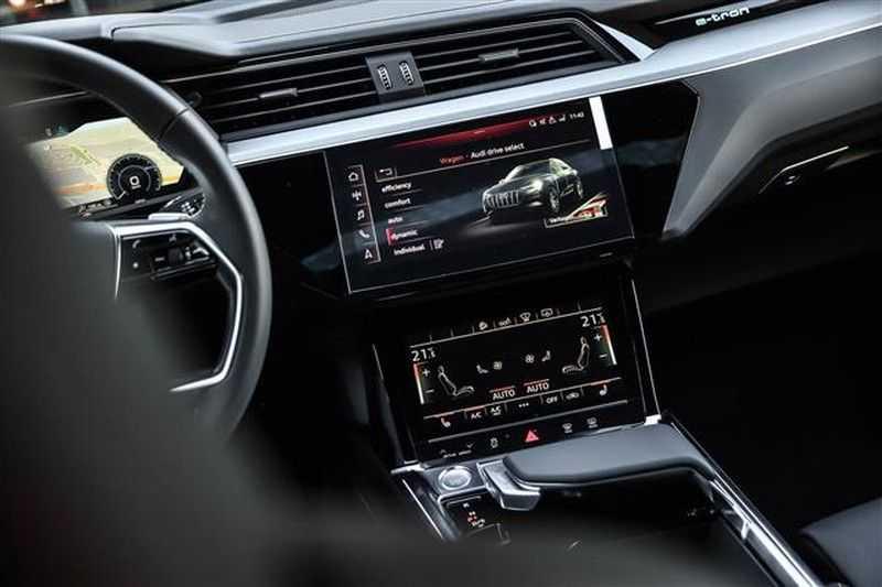 Audi e-tron SPORTBACK 55 QUATTRO S-EDITION HEAD-UP+22INCH afbeelding 4