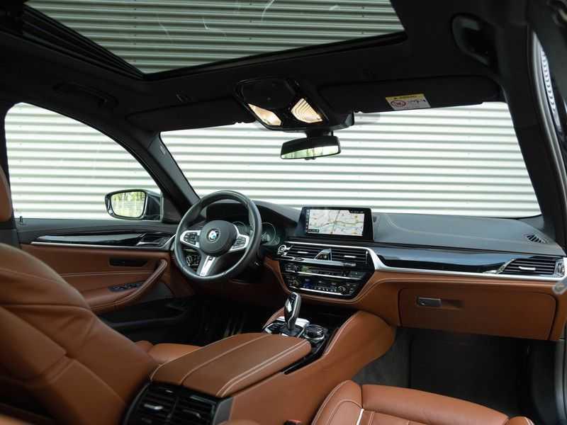 BMW 5 Serie Touring 530i xDrive M-Sport - Individual Leder - Trekhaak - Stoelventilatie afbeelding 8