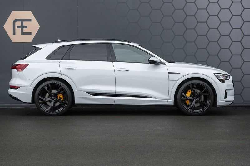 "Audi e-tron e-tron 55 quattro advanced Pro Line S 4% bijtelling!! DEC. 2018!! € 146,- netto bijtelling pm! Head-up + B&O etc. Tot januari 2024 4% bijtelling!! Prijs inclusief 22"" velgen afbeelding 4"