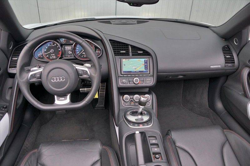 Audi R8 Spyder 5.2 V10 FSI / Akrapovic / Carbon Pack / B & O / Ceramic / Camera / Audi Exclusive / Cruise afbeelding 9