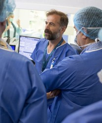 Medici străini se specializează la București - Centrele ARES   Lider in Cardiologie