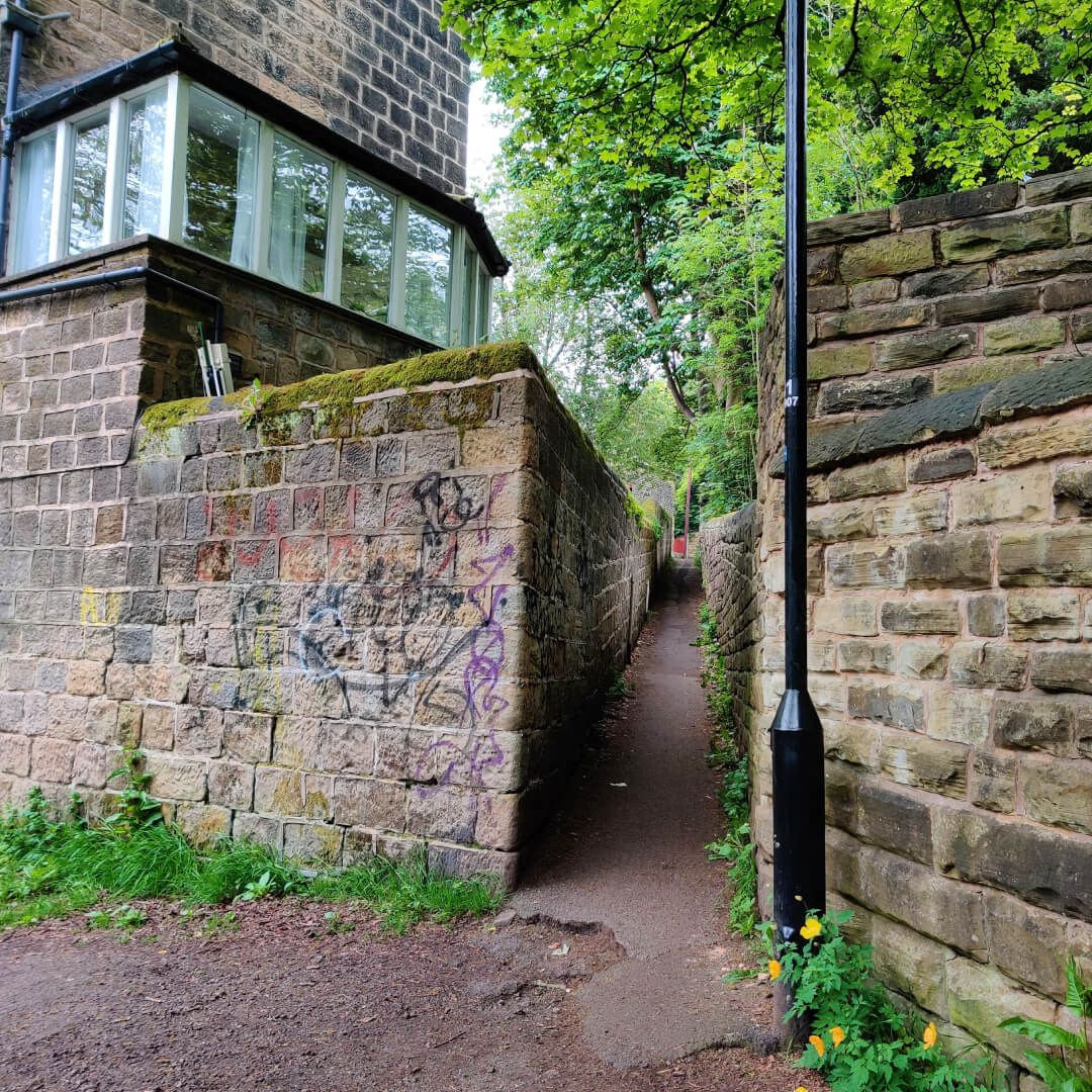 Woodhouse Ridge ginnel to Headingley