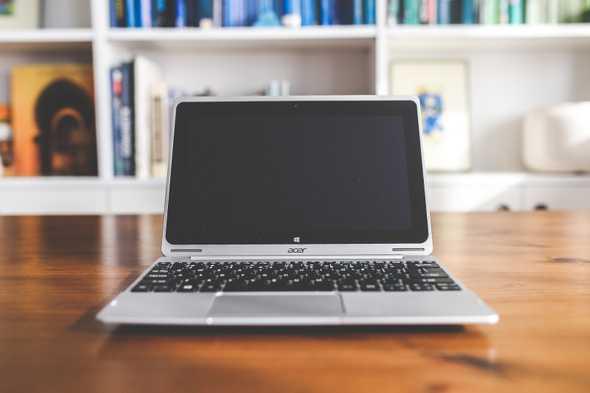 acer laptop op tafel