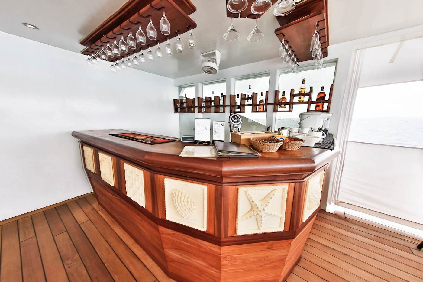 Carpe Novo Luxury Surf Charter Yacht Maldives Bar