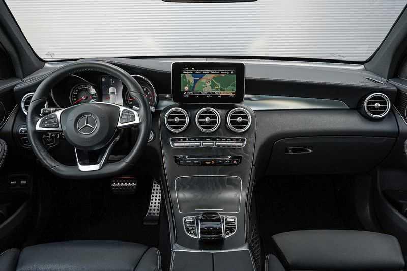 Mercedes-Benz GLC 250 4MATIC Sport Edition AMG Pano Trekhaak Camera 360° afbeelding 9