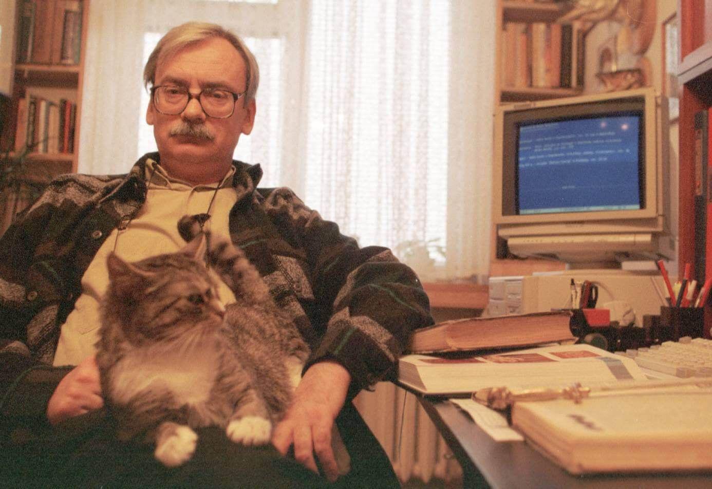 Анджей Сапковский скотом, год неизвестен. Источник: reddit.com
