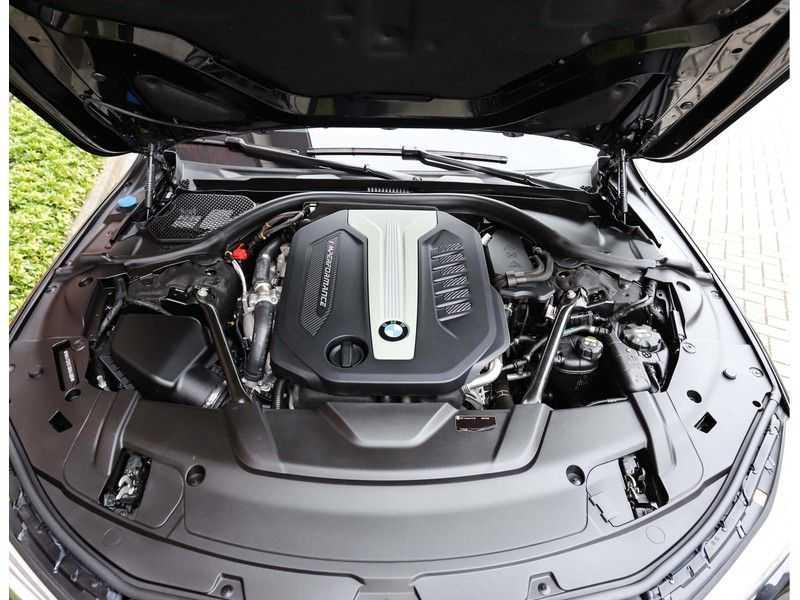 BMW 7 Serie 750d xDrive *M-sport*Head-Up*Asistant Plus* afbeelding 17