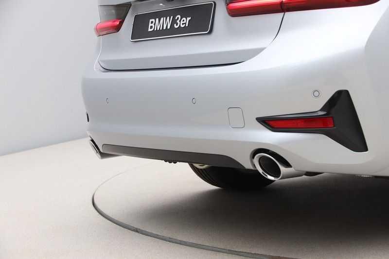 BMW 3 Serie 318i Sedan Exe Sportline Aut. afbeelding 17