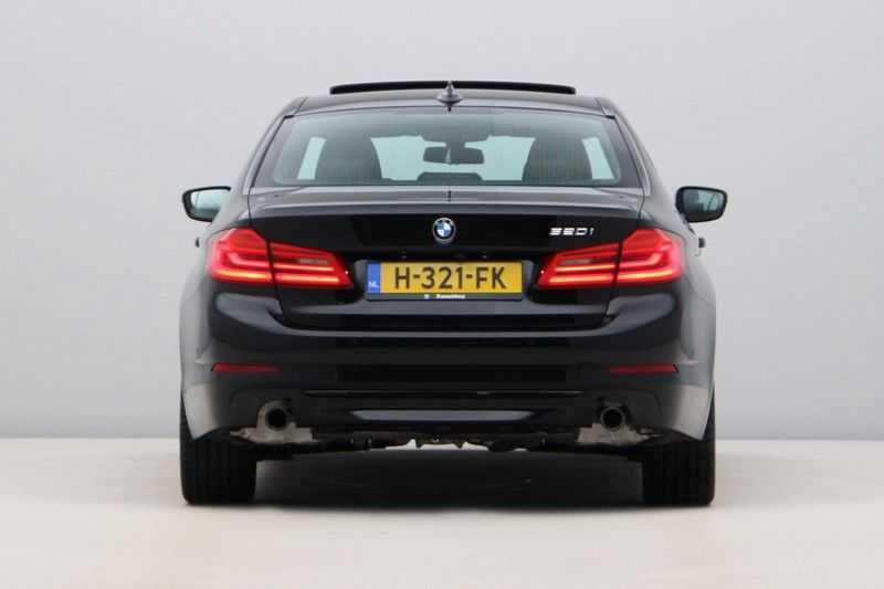 BMW 5 Serie 520i High Exe Sportline Aut. afbeelding 3