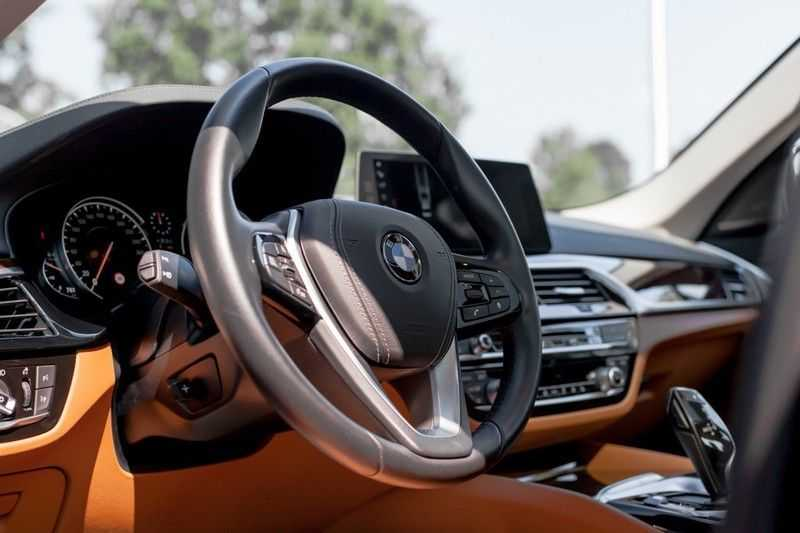 BMW 5 Serie 530d xDrive Luxury Line NW â¬100.000,- afbeelding 2
