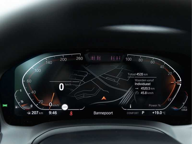 BMW 3 Serie Touring 330i M-Sport - Panorama - 19 Inch M-Performance - Active Cruise Controle afbeelding 21