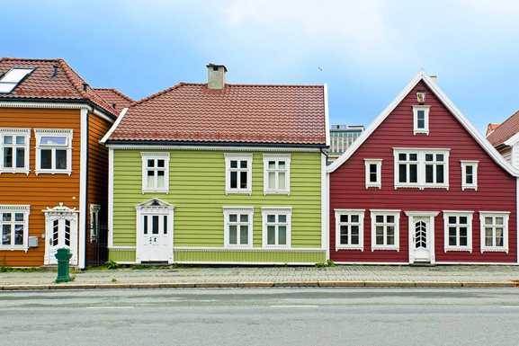 Klassiske boliger med sprosser og detaljer.