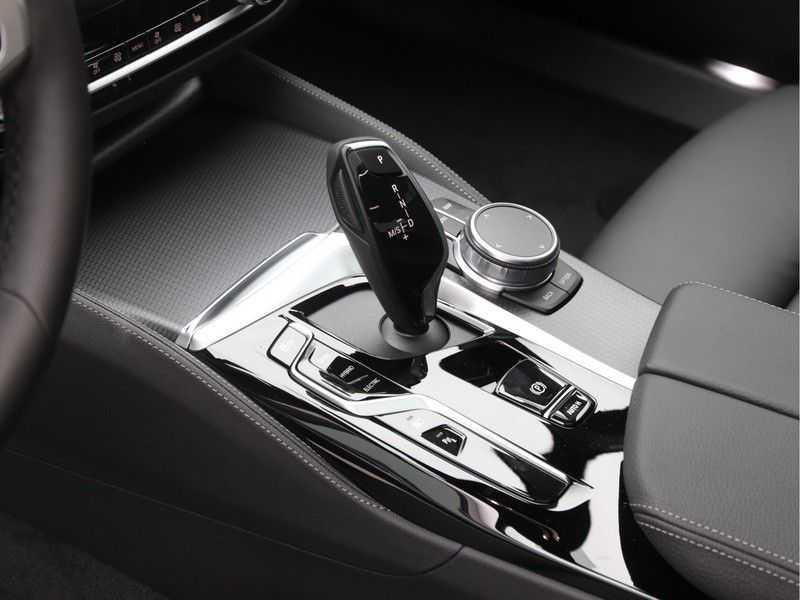BMW 5 Serie 520e Sedan High Exe M-Sport Hybrid afbeelding 13