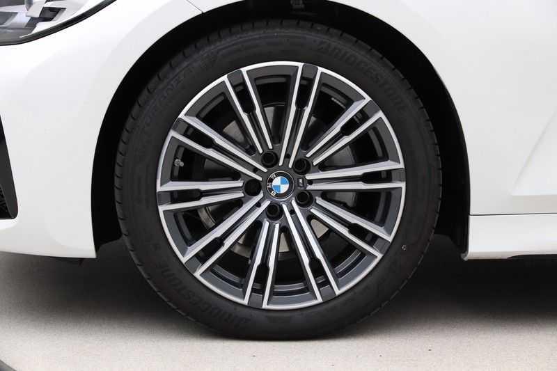 BMW 3 Serie Touring 320i Executive M Sport Aut. afbeelding 15