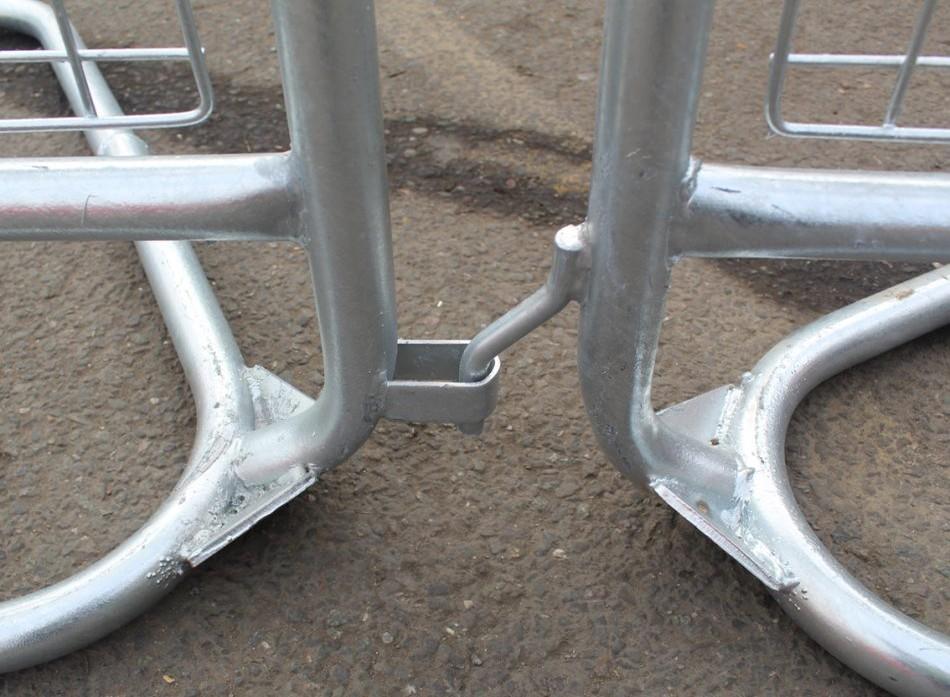 Police Pedestrian Barrier Interlocking Bottom Connection