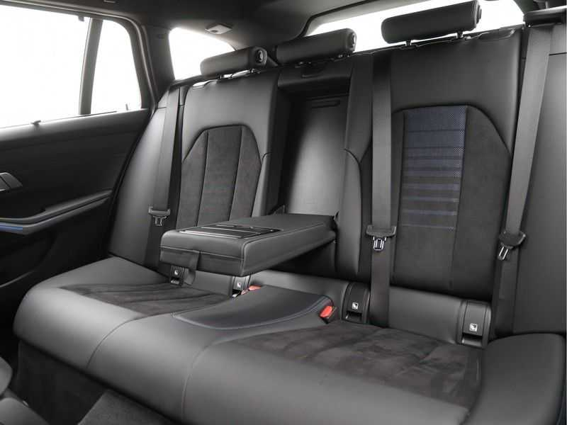 BMW 3 Serie Touring 330e xDrive Exe M-Sport Hybrid afbeelding 17