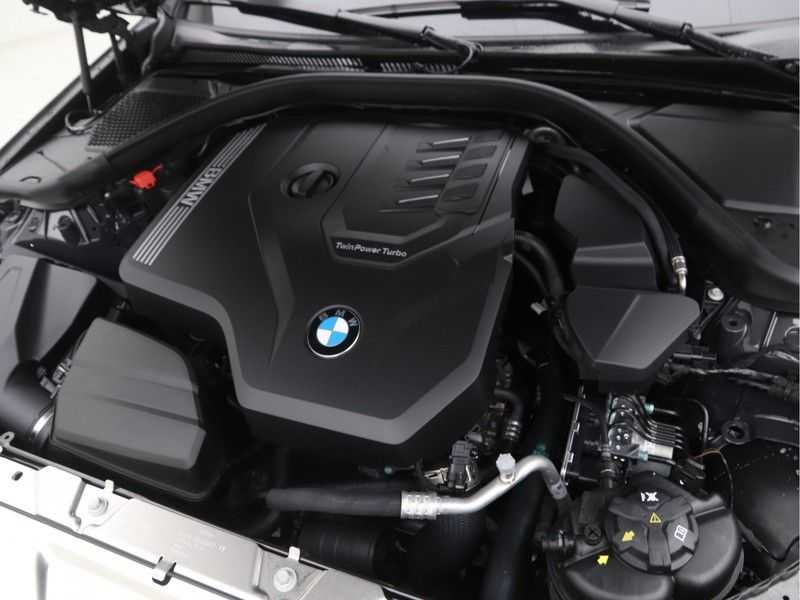 BMW 3 Serie Touring 318i High Executive M-Sport Automaat afbeelding 11