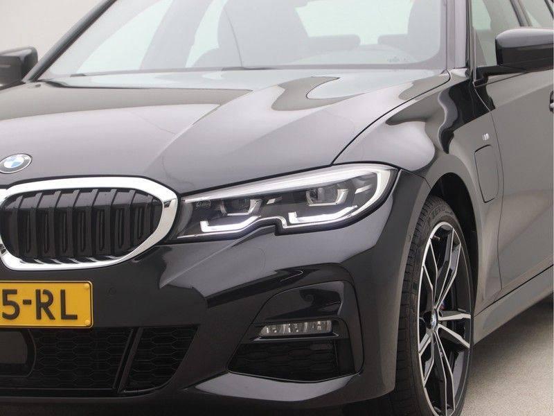 BMW 3 Serie Sedan 330e High Executive M-Sport Automaat afbeelding 20