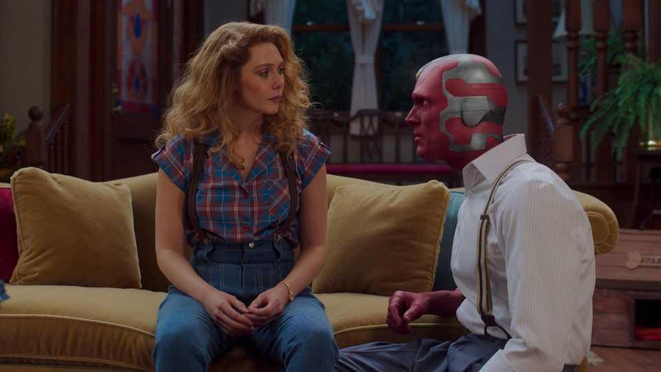 Elizabeth Olson and Paul Bettany in WandaVision