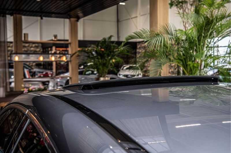 Mercedes-Benz GLC Coupé 300 4MATIC   360° camera   Panorama   Widescreen   Keyless afbeelding 3