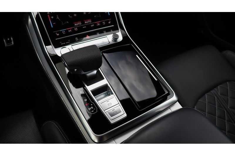 Audi Q8 55 TFSI quattro S-Line, Panoramadak, B&O, Massage, Ruitstiksel, Trekhaak afbeelding 3