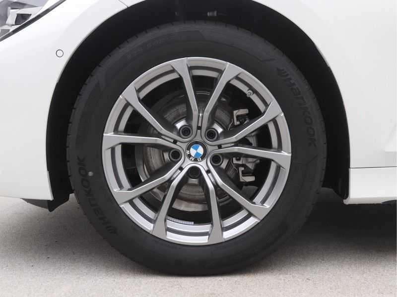 BMW 3 Serie Sedan 318i Executive Sport Line Automaat afbeelding 18