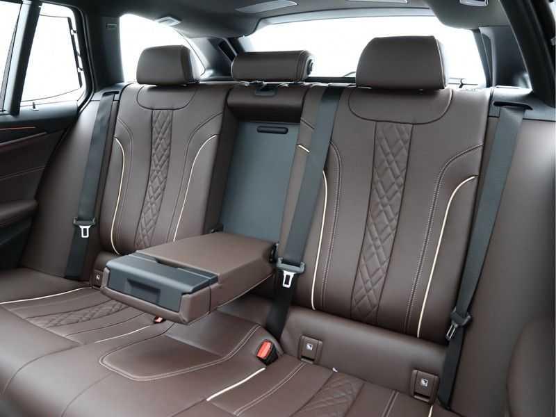 BMW 5 Serie Touring 530d High Exe M-Sport Face-lift ! afbeelding 15