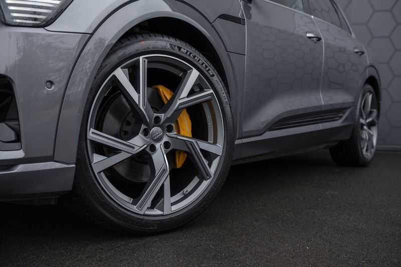 "Audi E-tron 55 e-tron quattro Advanced Pro Line S DECEMBER 2018!! € 146,- netto bijtelling pm! Head-up + B&O etc. Tot januari 2024 4% bijtelling!! Prijs inclusief 22"" velgen afbeelding 13"