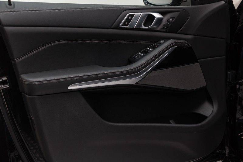 "BMW X5 M40i xDrive 340pk Panoramadak VirtualCockpit ShadowLine Sportleder+Memory Head-Up HarmanKardon Luchtvering Laserlicht AmbientLight Keyless Sportuitlaat 22"" 360Camera ParkAssist Pdc afbeelding 15"