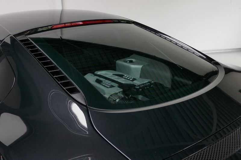 Audi R8 4.2 V8 FSI Quattro Black Edition afbeelding 11