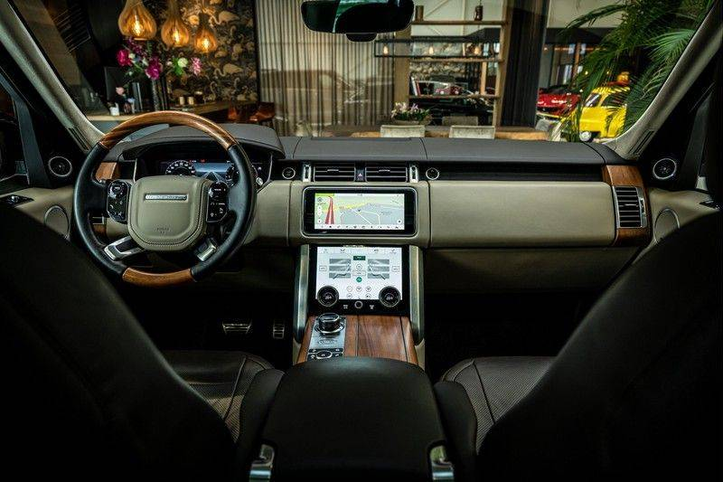 Land Rover Range Rover 4.4 SDV8 Black Pack | Panorama | Head-up Display | Trekhaak | Ambient lighting afbeelding 24
