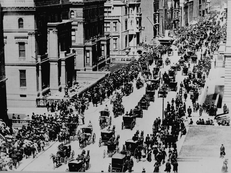Fifth Avenue in New York City on Easter Sunday in 1900. U.S. Bureau of Public Roads. Photographer unknown.