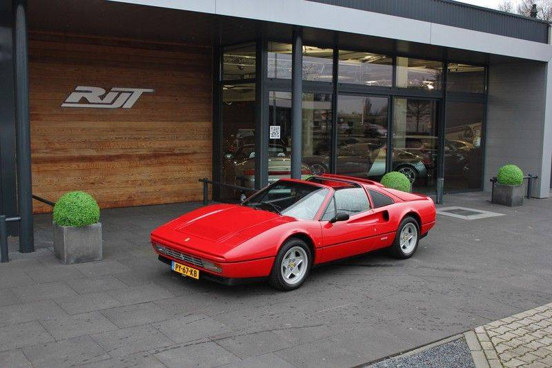 Ferrari 328 GTS Quattrovalvone 3.2 V8 270pk NL Auto afbeelding 2