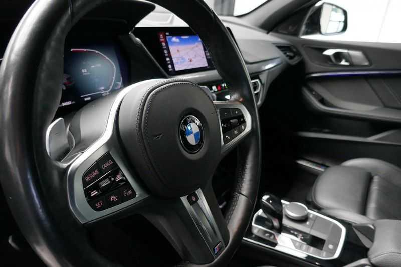 BMW 1 Serie M135i xDrive High Executive Virtual - Led - Panodak afbeelding 23